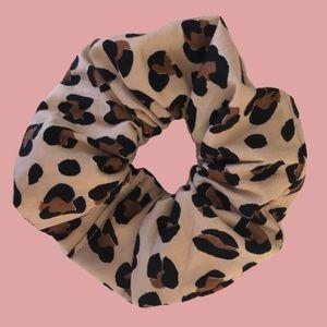 Handmade scrunchie - leopard